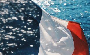 Illustration du drapeau français et de la mer