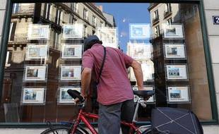 Devant une agence immobilière à Nantes, en octobre 2010.