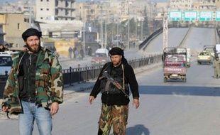 Les rebelles veulent mettre fin au statu quo à Alep, où les belligérants font du sur-place, affirmant désormais couper les routes et concentrer leurs attaques sur les bases militaires pour prendre le contrôle de la deuxième ville de Syrie.