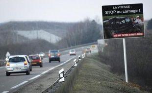 Le ministre de l'Intérieur, Claude Guéant, a annoncé vendredi sur France Info le lancement d'une campagne radio-télévisée de prévention des dangers de l'alcool au volant, responsable de 1.200 morts en 2010, le tiers du nombre des tués sur les routes.