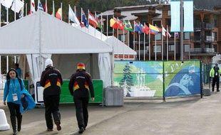 Des athlètes allemands, marchant aux abords du village olympique de Whistler, le 10 février 2010.