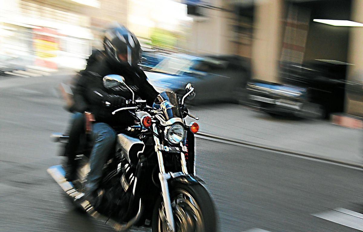 Nice, le 050213 - Illustration motards moto sÈcuritÈ routiËre accidents – no credit
