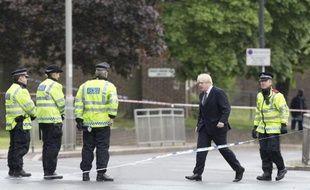 Trois hommes soupçonnés d'être impliqués dans le meurtre d'un soldat mercredi à Londres à coups de couteau et de hachoir par deux islamistes, ont été arrêtés samedi, a annoncé Scotland Yard.