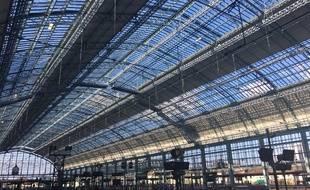 La gare Saint-Jean à Bordeaux. Verrière.