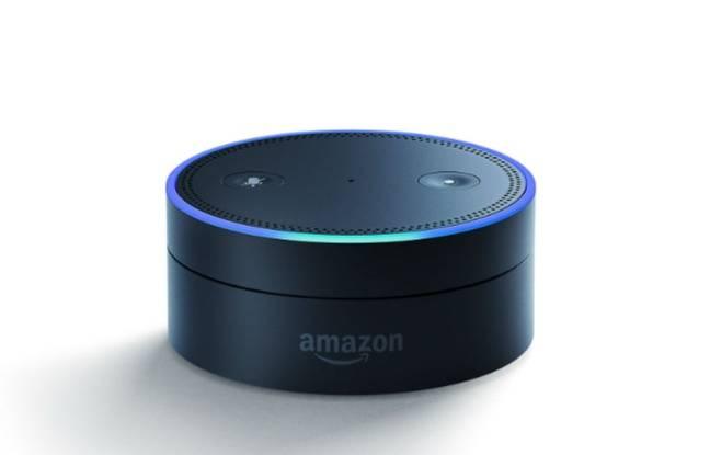 Petite soeur d'Echo, Echo Dot est une console avec laquelle Alexa peut trouver sa place n'importe où dans la maison.