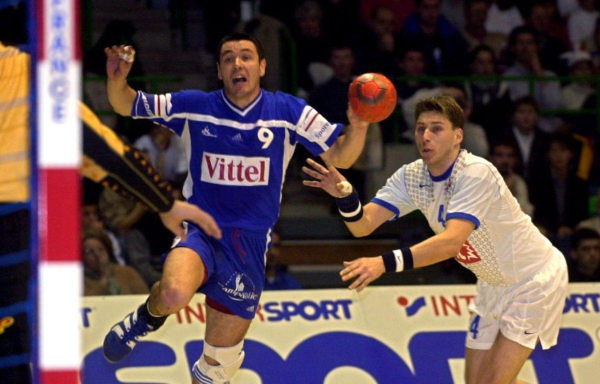 Grégory Anquetil contre la Yougoslavie le 27 janvier 2001 à Beaulieu. – Franck Perry / AFP