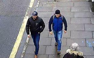 Les deux suspects capturés par les caméras de surveillance de Salisbury.