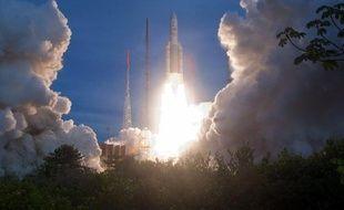 Décollage d'une fusée Ariane 5 depuis le centre de Kourou en Guyane en 2011.