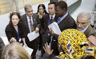 Les participants à la conférence de Nagoya, à la sortie d'un groupe de travail, le 22 octobre 2010.