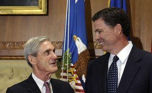 Les anciens directeur du FBI Robert Mueller (gauche) et James Comey, personnages-clés dans l'enquête sur Donald Trump et la Russie.