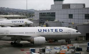 Des avions de la compagnie américaine United Airlines, le 8 juillet 2015 sur le tarmac de l'aéroport de San Francisco