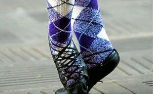 Même votre iPhone succombe! Les fameuses chaussettes au motif jaquard, indémodables!