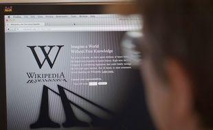 L'encyclopédie en ligne Wikipédia a été lancée en 2001.