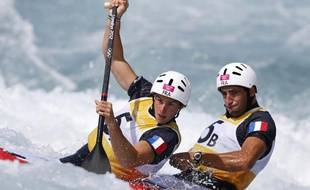 Les kayakistes Gauthier Klauss (à g.) et Matthieu Pêche, lors des qualifications de leur épreuve aux Jeux olympiques de Londres, le 29 juillet 2012.