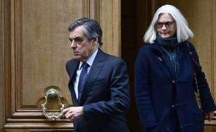 Paris, le 24 février 2020. François et Penelope Fillon sortant de leur domicile pour se rendre au palais de justice où ils sont jugés jusqu'au 11 mars.