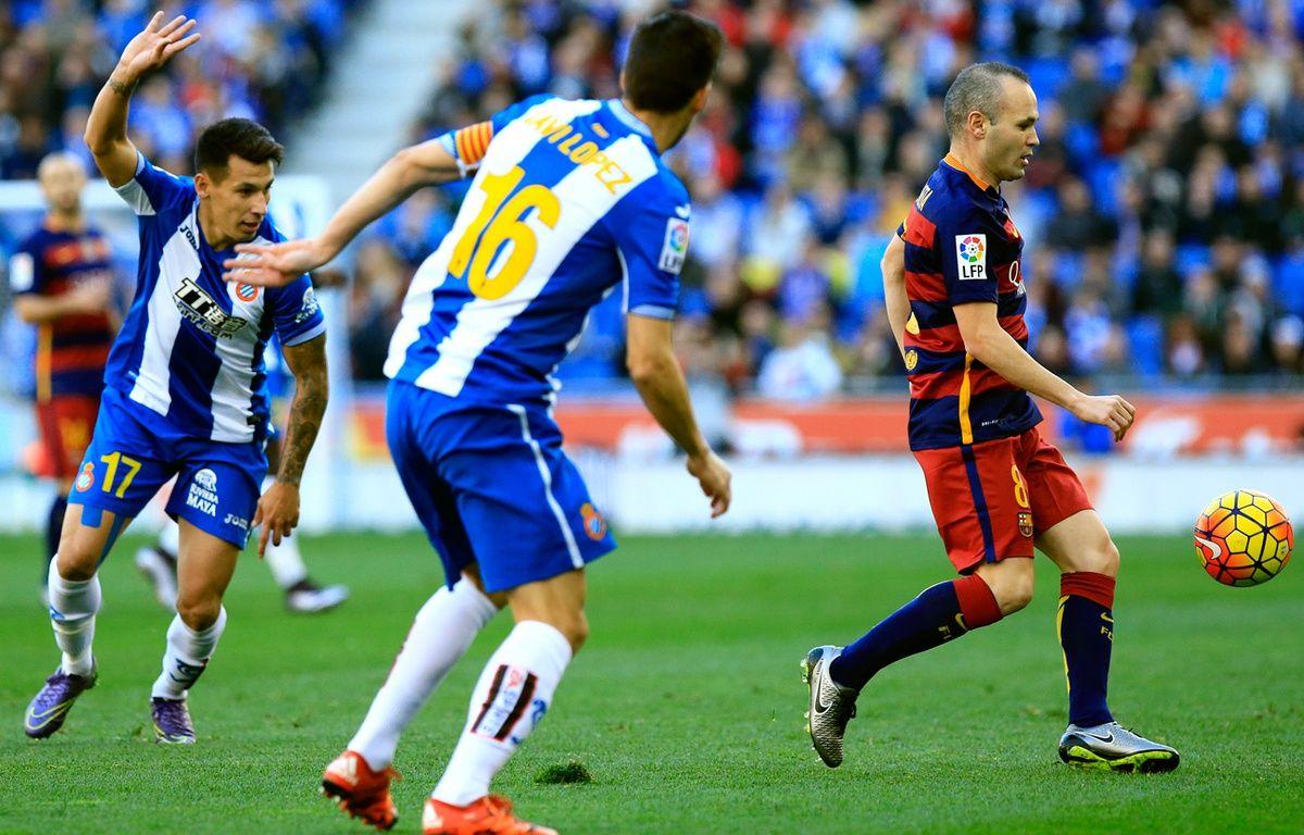 Le joueur du Barça Andrès Iniesta, le 2 janvier 2016 contre l'Espanyol Barcelone. – PAU BARRENA / AFP