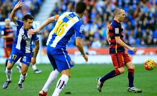 Le joueur du Barça Andrès Iniesta, le 2 janvier 2016 contre l'Espanyol Barcelone.