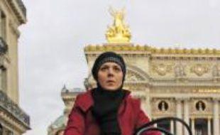 Des affichettes contre la grève des transports en commun ont fleuri sur les vélib', le 14 novembre 2007 à Paris.
