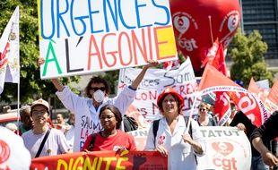 Des soignants manifestent a Paris lors d'une marche le 2 juillet 2019 depuis Bercy jusqu'au ministere de la sante.
