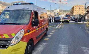 L'avenue Thiers, à Nice, a été coupée à la circulation pour permettre l'intervention des pompiers