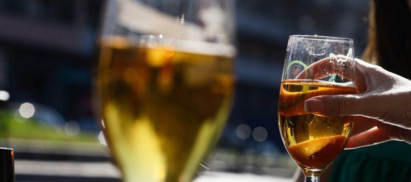 Plus de 5% des personnes de moins de 25 ans au Royaume-Uni ont déclaré avoir cherché à se faire soigner à l'hôpital après avoir bu, sur les trois mois précédant l'épidémie du Covid-19