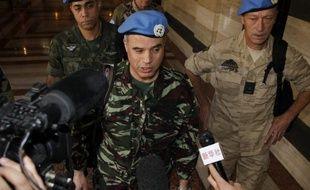 De violents combats ont opposé lundi soldats syriens et déserteurs et des bombardements ont repris à Homs, au premier jour de la mission d'observateurs internationaux chargés d'évaluer le respect d'un fragile cessez-le-feu, après treize mois de contestation réprimée dans le sang.