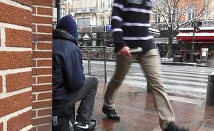 Toulouse, le 25 février 2013. Personne en train de mendier dans les rue de Toulouse.