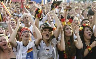 Jeunes supportrices lors de la Coupe du monde de football 2014. Berlin, le 4 juillet.