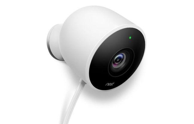 La Nest Cam Outdoor, caméra filaire pour l'extérieur.