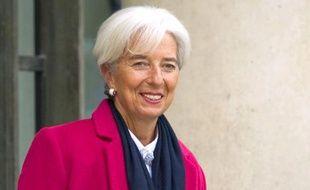 """La directrice générale du FMI Christine Lagarde a estimé lundi à Berlin que les Etats de la zone euro devaient se doter d'un """"pare-feu plus vaste"""" contre la crise, sans convaincre la chancelière allemande qui a répété son opposition à une telle mesure."""