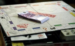 Des billets de 500 euros sur un plateau de jeu de Monopoly le 13 janvier 2015 à Saint-Avold