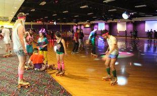 Les soirées roller disco sont de nouveau tendance, comme ici à Londres.
