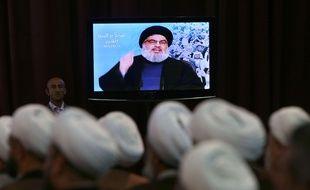 Le chef du Hezbollah Hassan Nasrallah s'exprime devant ses partisans en vidéo, à Beyrouth le 17 avril 2015.