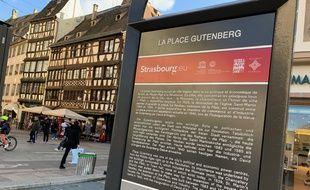 """Un """"totem"""" « pour les touristes mais aussi les Strasbourgeois », ici place Gutenberg."""