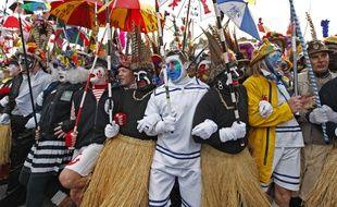 Illustration du carnaval de Dunkerque, avec es «Noirs» au premier plan.