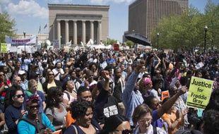Manifestation dans les rues de Baltimore, le 2 mai 2015 pour dénoncer les violences policières après la mort du jeune Freddie Gray