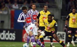 Xavier Pentecôte aux prises avec les Lillois, en quart de finale de la Coupe de France.