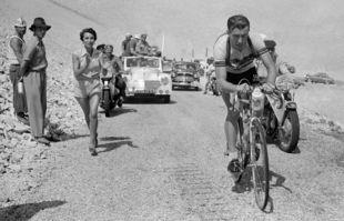 Louison Bobet dans 11ème étape du Tour de France entre Marseille et Avignon, le 18 juillet 1955.