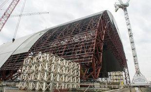 La nouvelle chape pour recouvrir le réacteur accidenté de Tchernobyl en Ukraine le 25 février 2015