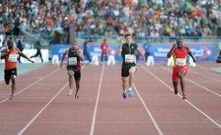 Christophe Lemaitre a remporté dimanche le 100 m de la réunion d'athlétisme de Rabat en 9 sec 98/100, aidé par un vent trop favorable (+2,9 m/s), pour devancer néanmoins l'Américain Justin Gatlin (10.02), récent tombeur de la +légende+ Bolt.
