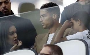 Cristiano Ronaldo avec sa compagne et son fils dans les tribunes du Juventus Stadium.