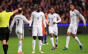 La joie tout en contrôle de Paul Pogba après son but lors de Pays-Bas-France (0-1), le 10 octobre 2016.