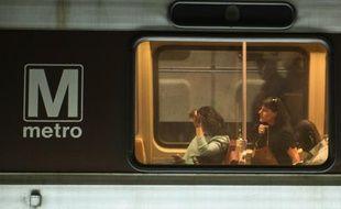 Des passagers dans le métro de Washington le 21 avril 2016