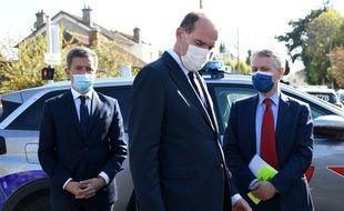 Gérald Darmanin, le ministre de l'Intérieur, à gauche du Premier ministre Jean Castex, à Rambouillet après l'assassinat d'une fonctionnaire de police, le 23 avril 2021.