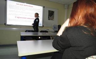 Lille, le 5 fevrier 2015 - Seance de prevention du viol dans une salle de classe de BTS au lycee Gaston-Berger, avec la police.