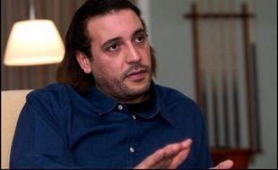 Le fils et la belle-fille du colonel Kadhafi, poursuivis en Suisse pour violence envers des domestiques, ont été libérés jeudi après versement d'une caution d'un demi-million de francs suisses (312.500 euros), a annoncé un de leurs avocats.