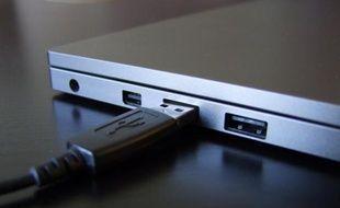 Un port USB.