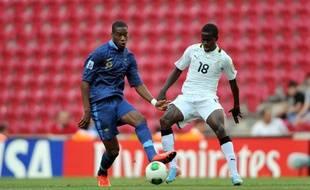 Le nouveau milieu de terrain de l'équipe de France, Geoffrey Kondogbia, le 21 juin 2013, contre le Ghana avec les moins de 20 ans.