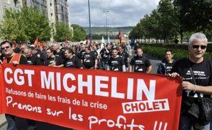 Des centaines de salariés de Michelin ont exprimé leur colère mercredi dans les rues de Clermont-Ferrand, face au nouveau plan de restructuration menaçant 730 emplois à l'usine de Joué-lès-Tours (Indre-et-Loire), au moment où se tenait un comité central d'entreprise extraordinaire.