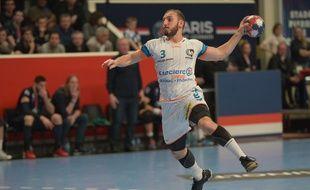 Pierrick Chelle, le capitaine du Fenix Toulouse, lors d'un match à Paris face au PSG handball, le 16 avril 2016.
